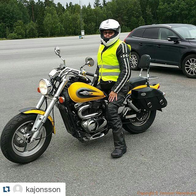 Byt upp mig från Yamaha Virago 535 till vår kära Suzuki Marauder 800 Jag blir alltså duktigare :) @kajonsson ・・・ Från 535 till 800 😀